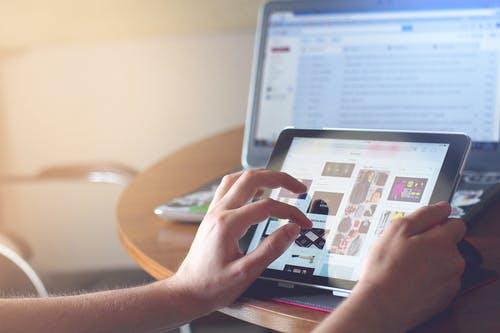 Emprendedores: beneficios de implementar canales digitales en tu negocio