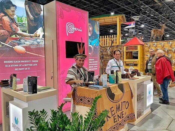 Emprendimientos promovidos por Devida exponen chocolate y café en feria de Hungría
