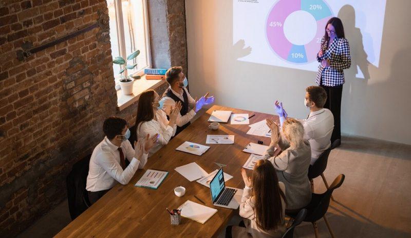 Mujeres líderes fomentan la innovación empresarial más que los hombres