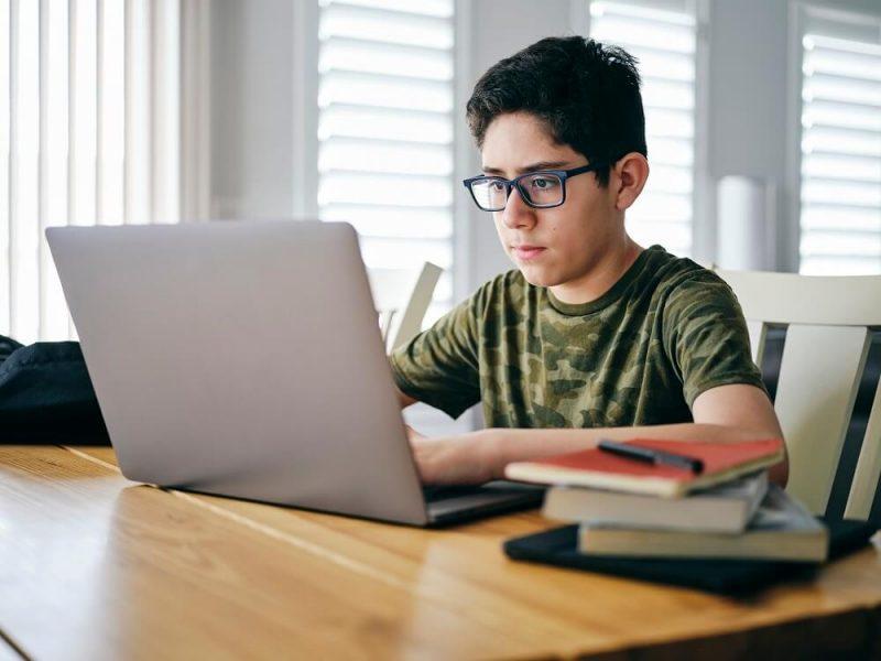IBM colabora con Adobe para dar a jóvenes cursos online gratitos sobre principios básicos del diseño