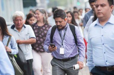 Ocho de cada diez peruanos se conecta a internet por celular, según Osiptel