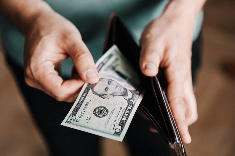 Dólar sube a nuevo nivel récord al cierre de la jornada del miércoles