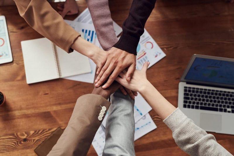 Cómo organizar equipos de trabajo autosuficientes