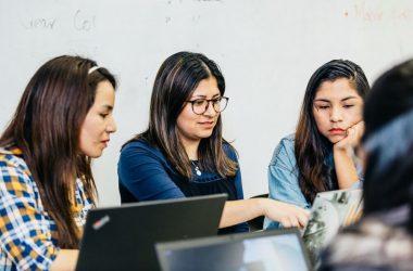 Inclusión femenina: beneficios que trae a las empresas del sector tecnológico