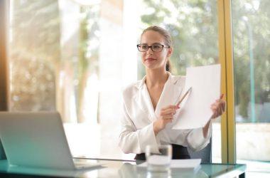 Solo el 26% de mujeres aplica a puestos de primera línea, señala Bumeran