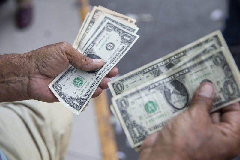 ¿A cuánto se cotizaría el dólar al cierre del 2021?