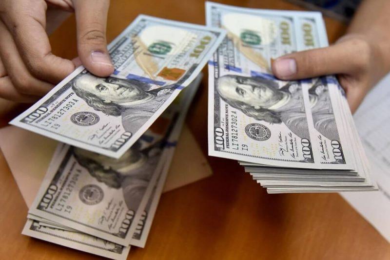 Dólar cae con fuerza este jueves, tras salida de Guido Bellido y nuevo gabinete