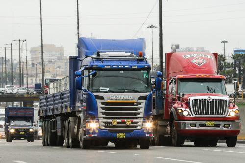 Gremio de transporte interprovincial y de carga anuncia paro a partir del 26 de octubre